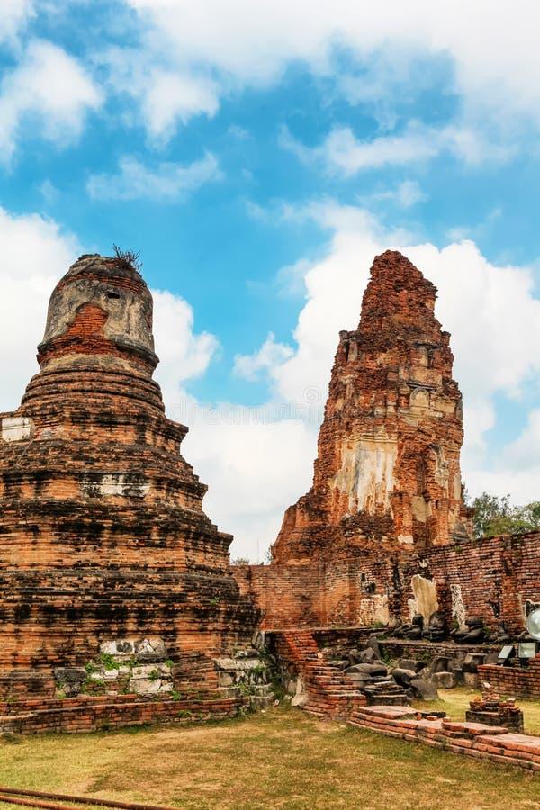 Download Wat Mahathat Im Komplex Des Buddhistischen Tempels In Ayutthaya Nahe Bangkok Thailand Stockfoto - Bild von berühmt, asiatisch: 90237196