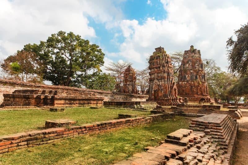 Download Wat Mahathat Im Komplex Des Buddhistischen Tempels In Ayutthaya Nahe Bangkok Thailand Stockfoto - Bild von buddhismus, meditation: 90237198