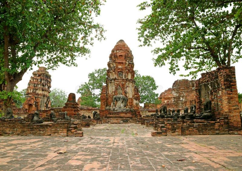 Wat Mahathat lub Wielka relikwia monaster, Sławne świątyni ruiny w Ayutthaya Archeologicznym miejscu Tajlandia fotografia royalty free