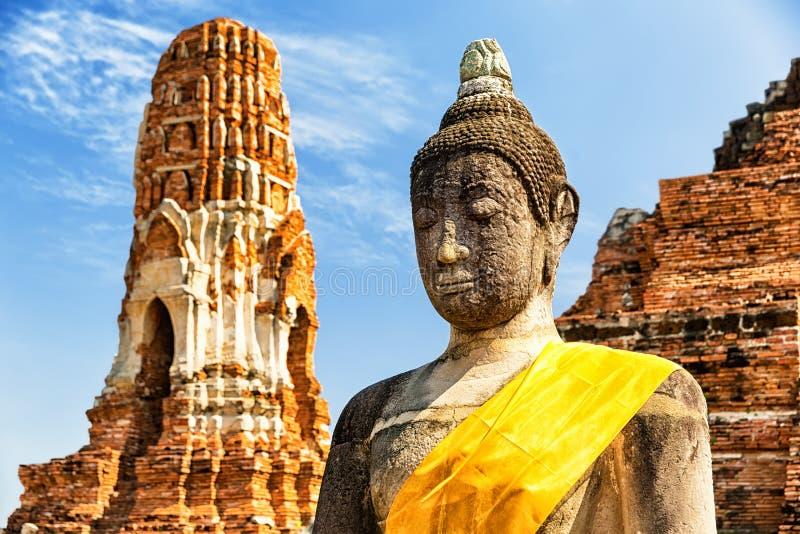 Wat Mahathat no complexo do templo budista em Ayutthaya, Tailândia foto de stock royalty free