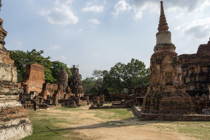 Wat Mahathat Prang y Chedi fotografía de archivo libre de regalías