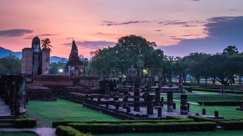 Wat Mahathat Temple no parque histórico em Sukhothai imagem de stock