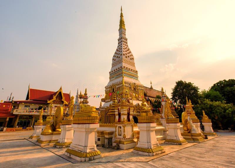 Wat Mahathat Temple under solnedgång på det Nakhon Phanom landskapet, Th arkivbild