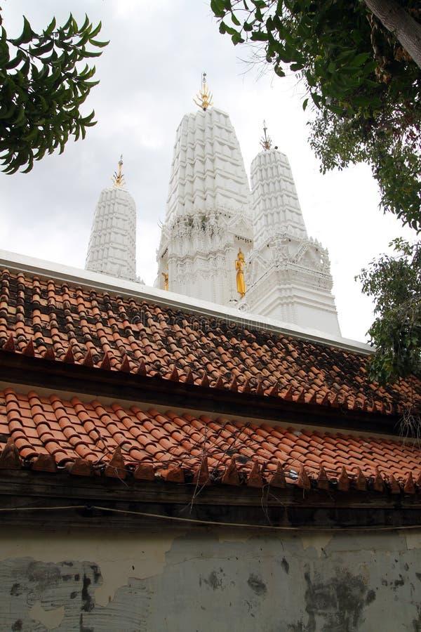 Wat Mahathet in Phetchaburi, Tailandia ha fatto tramite il lavoro dello stucco immagine stock