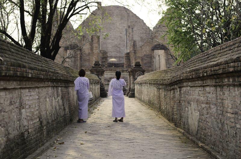 Wat Maheyong寺庙的,阿尤特拉利夫雷斯,泰国尼姑 免版税库存图片
