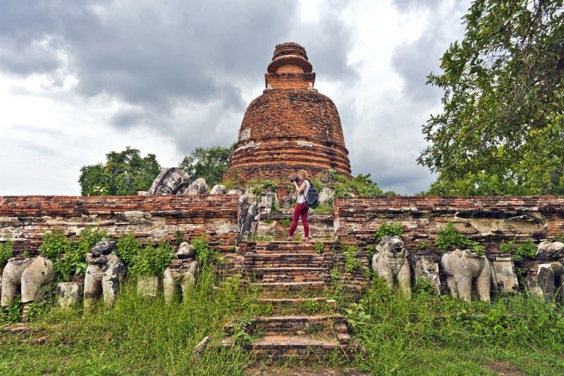Wat Maheyong寺庙主要Chedi在阿尤特拉利夫雷斯 库存图片