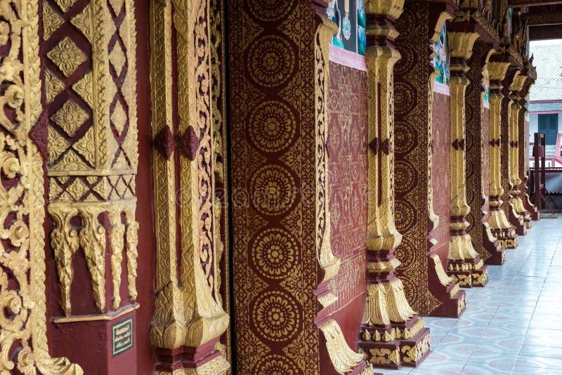 Wat Manorom - старый буддийский висок в Luang Prabang Лаосе стоковое изображение