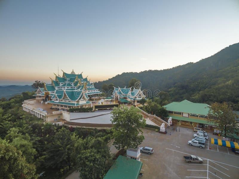 WAT-PA PHU KON, thailändsk tempel på berget, Udon Thani som är thai fotografering för bildbyråer