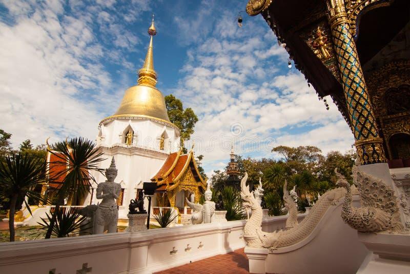 Wat Padarapirom i skogen royaltyfria bilder