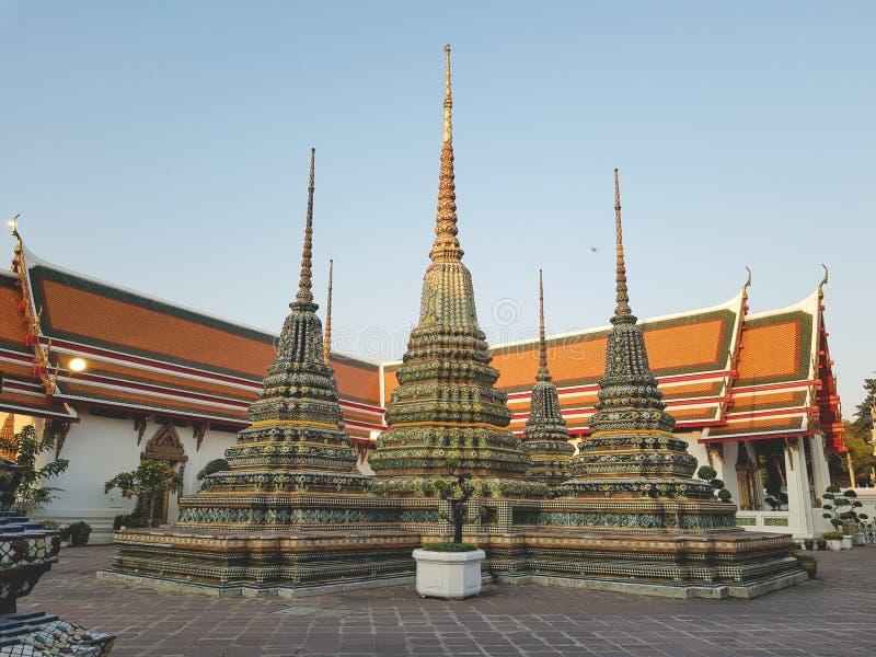Wat Pho,斜倚的菩萨的寺庙 图库摄影