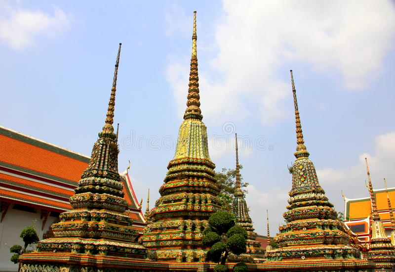 Download Wat Pho foto de archivo. Imagen de cuatro, direccional - 41902676