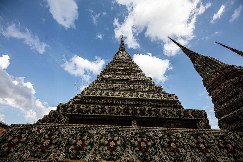 Download Wat Pho, Bangkok editorial photo. Image of reclining - 83708936