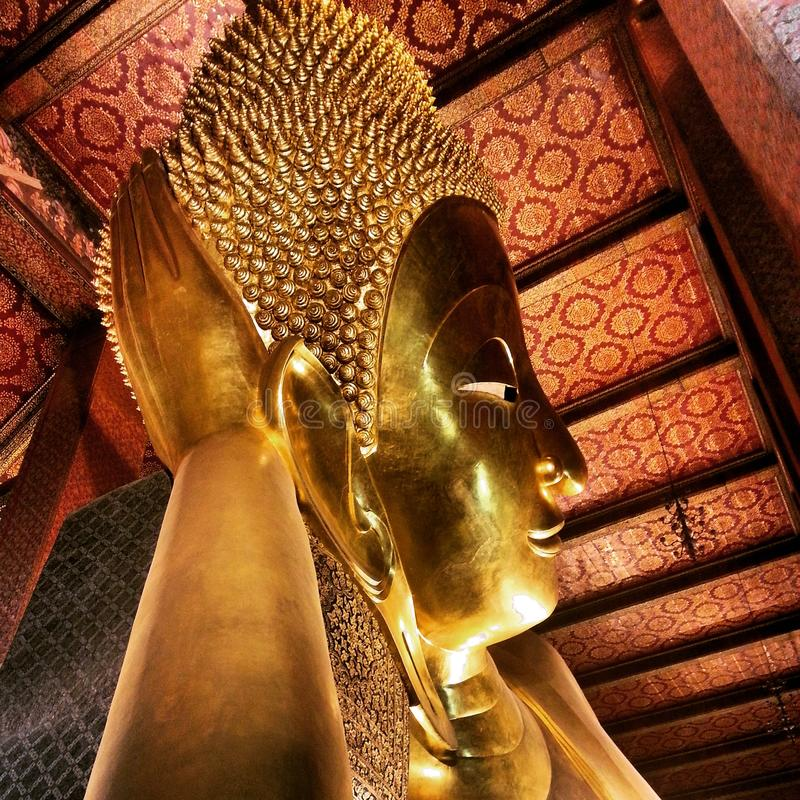 Wat-pho Lügenbuddha stockbilder