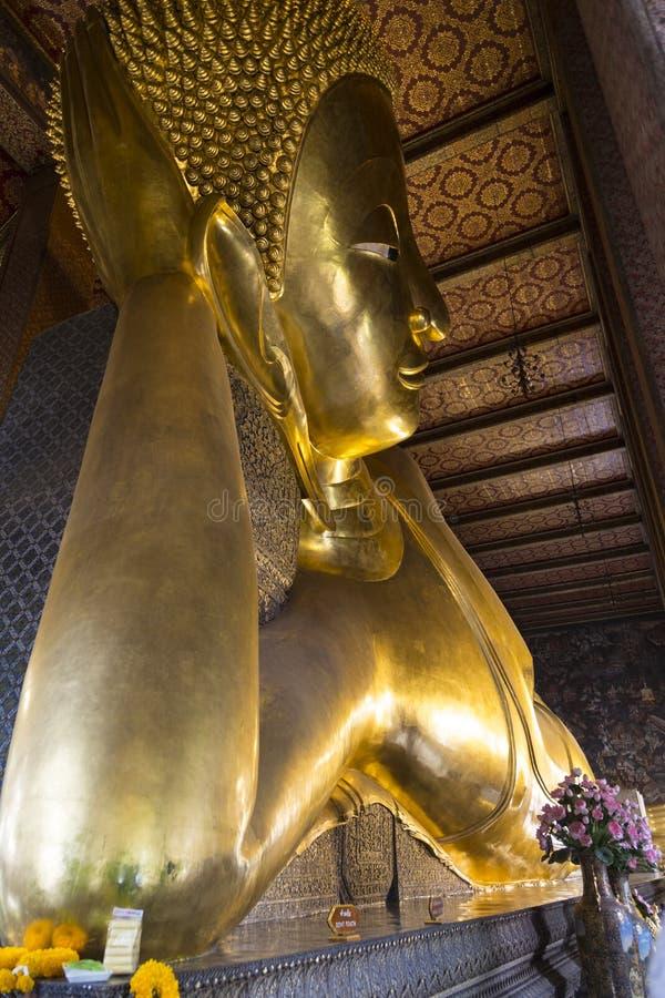 Wat Pho Tempel van Doende leunen Boedha thailand stock foto's