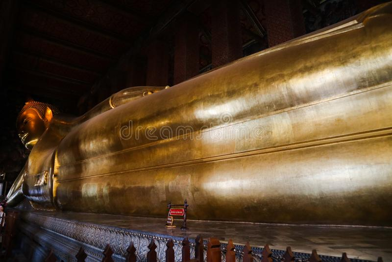 Wat Pho Temple av vilaBuddha eller Wat Phra Chetuphon, lokaliseras bak templet av Emerald Buddha, och a m?sta-g?r royaltyfria bilder