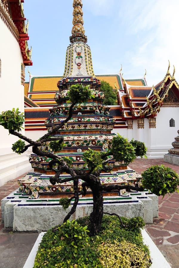 Wat Pho Temple av vilaBuddha eller Wat Phra Chetuphon, lokaliseras bak templet av Emerald Buddha, och a m?sta-g?r royaltyfria foton