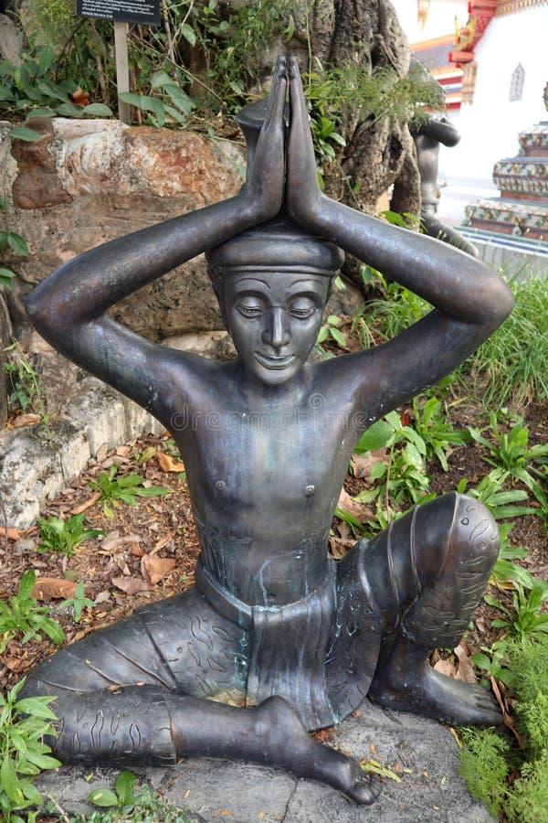 Wat Pho Temple av vilaBuddha eller Wat Phra Chetuphon, lokaliseras bak templet av Emerald Buddha, och a m?sta-g?r arkivbild