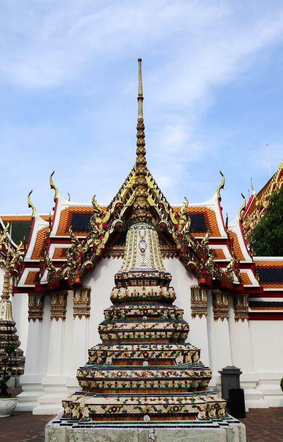 Wat Pho Temple da Buda de reclina??o, ou Wat Phra Chetuphon, s?o ficados situado atr?s do templo de Emerald Buddha e a dever-faz fotos de stock royalty free