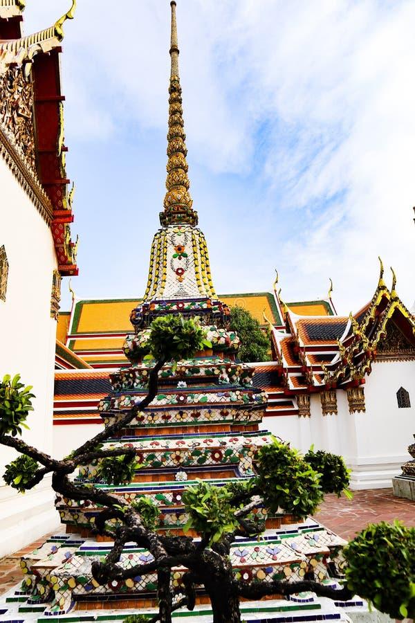 Wat Pho Temple da Buda de reclina??o, ou Wat Phra Chetuphon, s?o ficados situado atr?s do templo de Emerald Buddha e a dever-faz imagem de stock