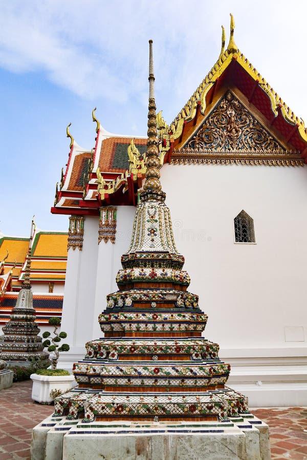 Wat Pho Temple da Buda de reclina??o, ou Wat Phra Chetuphon, s?o ficados situado atr?s do templo de Emerald Buddha e a dever-faz foto de stock