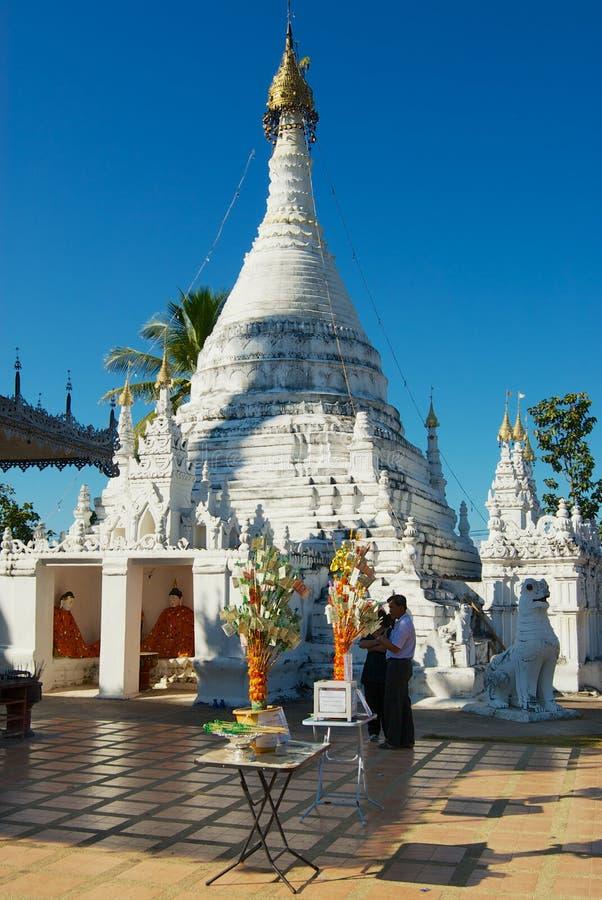 Wat Phra土井戈公岛Mu寺庙在夜丰颂,泰国 免版税库存照片