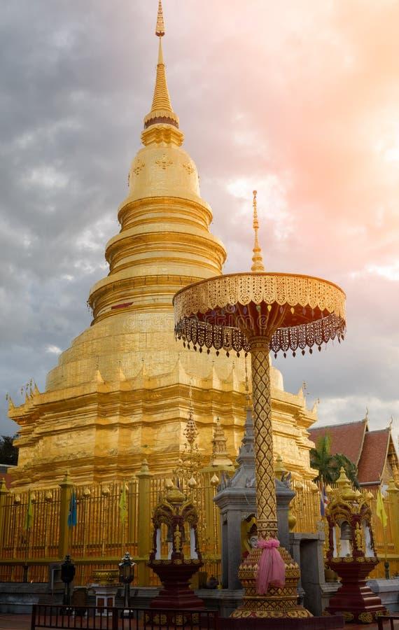 Wat Phra有云彩的骇黎朋猜塔在南奔,泰国 库存图片