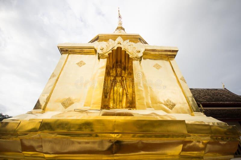 Wat Phra辛哈金黄塔  库存照片