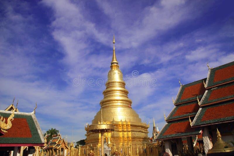 Wat Phra που Hariphunchai μια εικονική βουδιστική παγόδα στην επαρχία Lamphun, Ταϊλάνδη Το chedi ύφους Lanna του φυλάσσει ένα λεί στοκ εικόνα με δικαίωμα ελεύθερης χρήσης