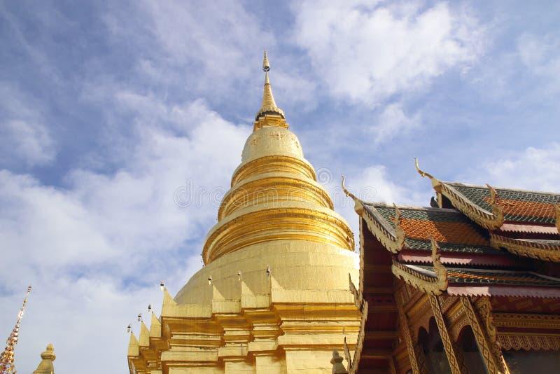 Wat Phra που Hariphunchai μια εικονική βουδιστική παγόδα στην επαρχία Lamphun, Ταϊλάνδη Το chedi ύφους Lanna του φυλάσσει ένα λεί στοκ εικόνες
