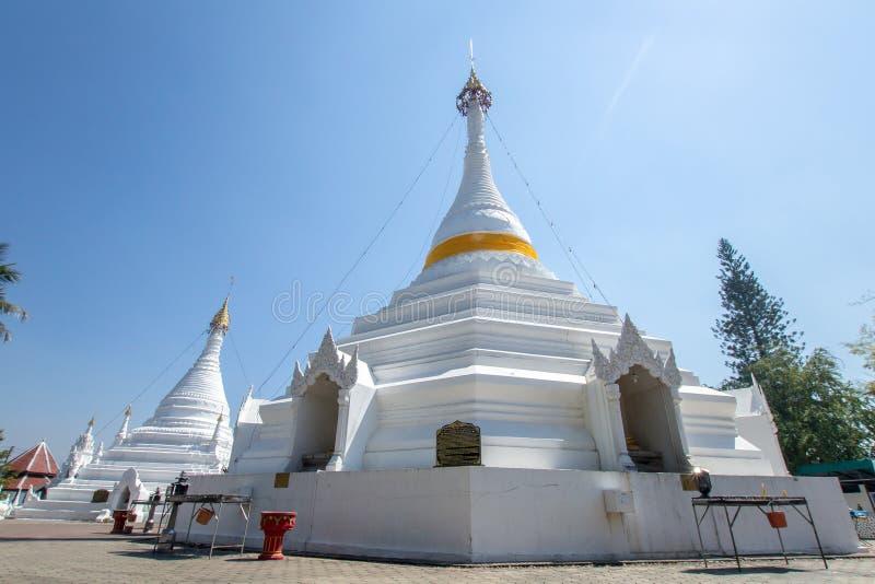 Wat Phra που Doi Kong MU Άσπρος ναός σε μια κορυφή βουνών στο γιο της Mae Hong βόρειο της Ταϊλάνδης στοκ φωτογραφίες με δικαίωμα ελεύθερης χρήσης