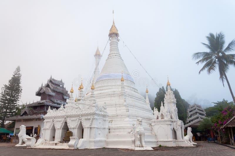 Wat Phra которое висок Doi Kong Mu, Mae Hong Son, Таиланд стоковые изображения