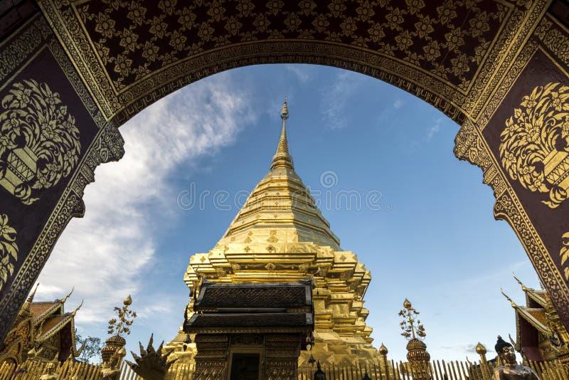 Wat Phra которое Doi Suthep в Чиангмае, Таиланде стоковая фотография rf