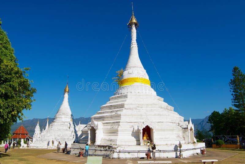Wat Phra что висок Doi Kong Mu в Mae Hong Son, Таиланде стоковые изображения rf