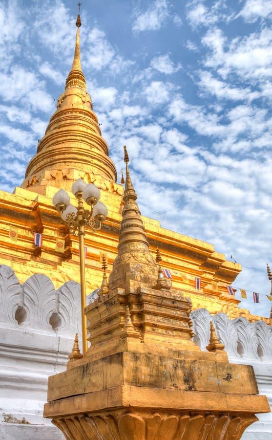 Wat Phra That Chae Haeng en la ciudad de NaN, Tailandia fotografía de archivo