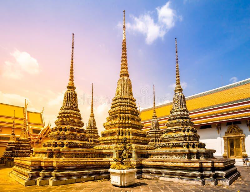Download Wat Phra Chetupon Vimolmangklararm Stock Afbeelding - Afbeelding bestaande uit goud, mooi: 54087137