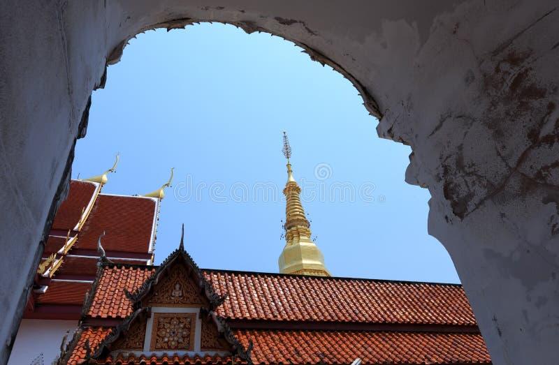 Wat Phra That Cho Hae Phrae landskap, Thailand arkivfoton