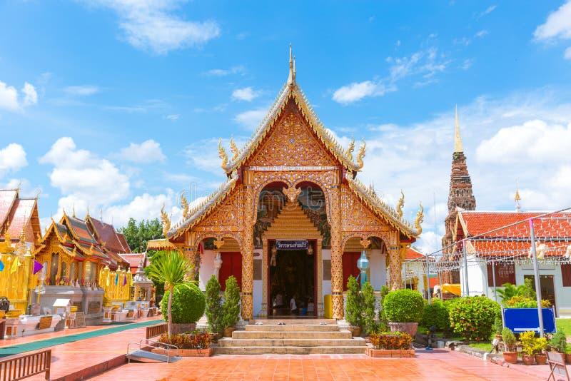Wat phra den hariphunchaitempellamphun royaltyfri fotografi