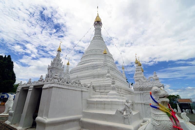 Wat Phra That Doi Kong Mu, Mae Hong Son, nordliga Thailand fotografering för bildbyråer