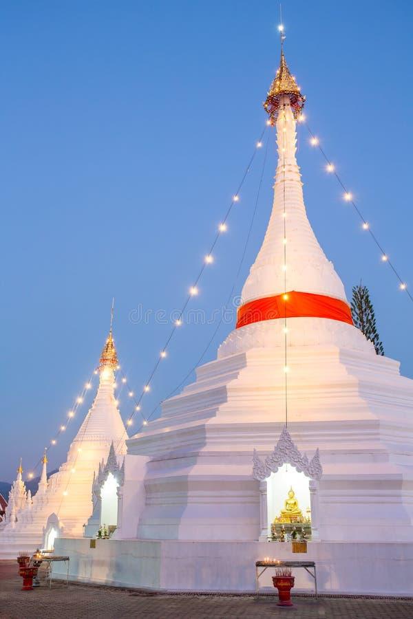 Wat Phra That Doi Kong Mu tempelstupa royaltyfria bilder