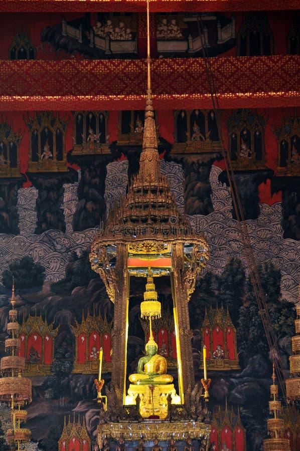 Wat Phra Kaeo寺庙的鲜绿色菩萨  库存照片