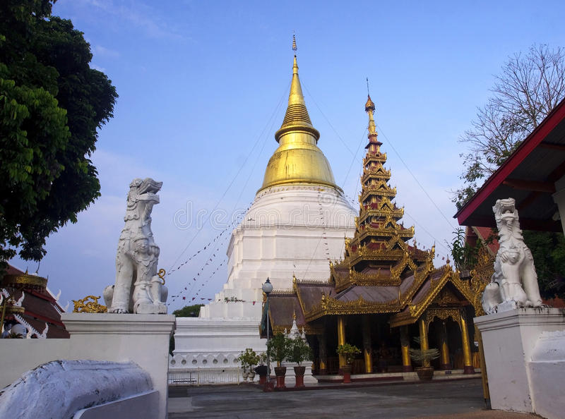 Wat Phra Kaeo Don Tao w Lampang obraz royalty free
