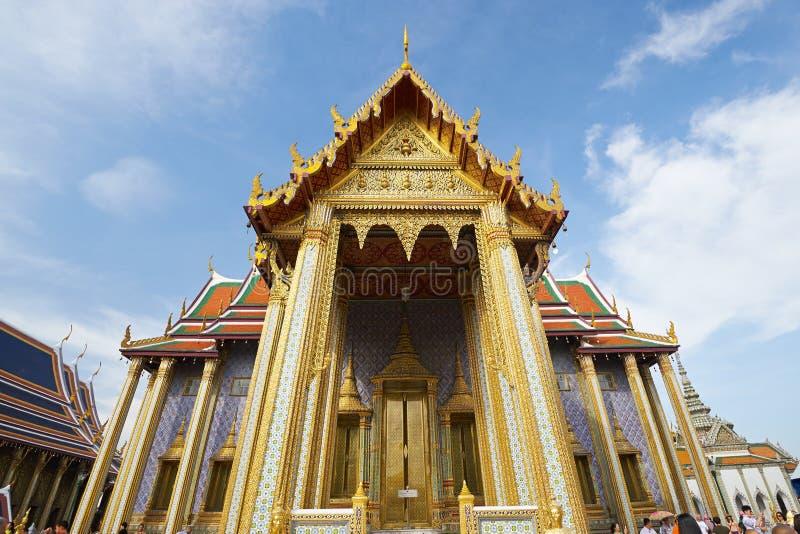Wat Phra Kaeo en el palacio magnífico en Bangkok imágenes de archivo libres de regalías