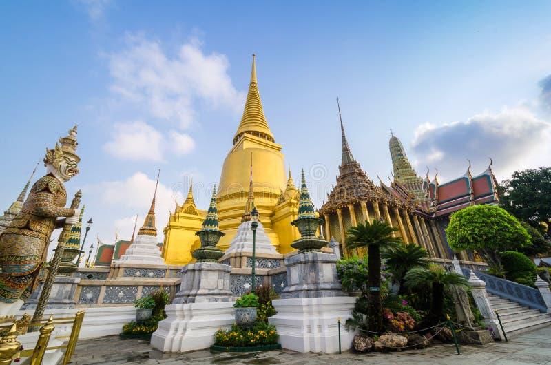Wat Phra Kaeo, Tempel Emerald Buddhas und das Haus von lizenzfreie stockfotos