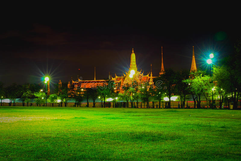 Wat Phra Kaew a Bangkok per nightime fotografie stock libere da diritti