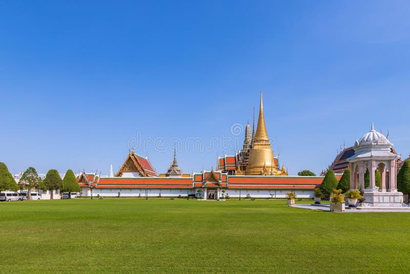 Wat Phra Kaew eller templet av Emerald Buddha i den storslagna slotten Bangkok royaltyfri fotografi