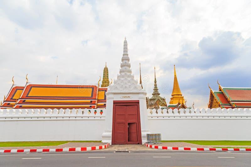 Wat Phra Kaew, Groot paleis, Tempel van Emerald Buddha met cl stock afbeeldingen