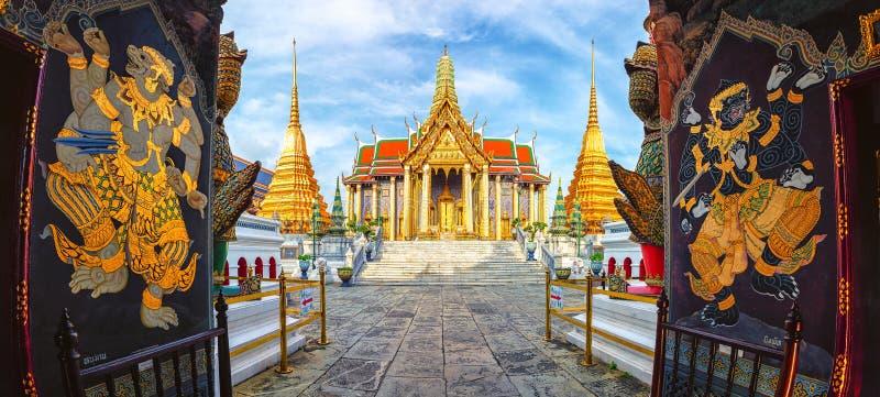 Wat Phra Kaew tempel av smaragden buddha eller Wat Phra Si Rattan arkivbilder