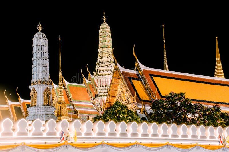 Wat Phra Kaew, Tempel van Emerald Buddha, Groot paleis bij nacht in Bangkok, Thailand royalty-vrije stock afbeelding