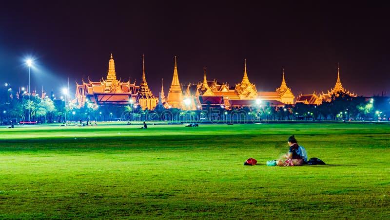 Wat Phra Kaew, Tempel van Emerald Buddha, Groot paleis bij schemering in Bangkok, Thailand royalty-vrije stock afbeelding