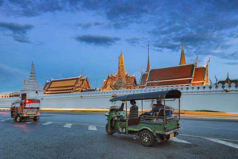 Wat Phra Kaew, tempio di Emerald Buddha o grande palazzo, Bangkok, Tailandia immagini stock